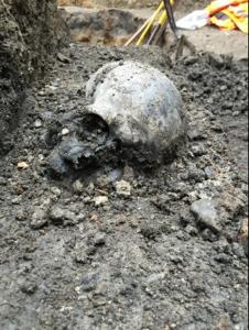 Roman skull adjacent to Roman road at Liverpool Street ticket hall 2015. Source: Crossrail website