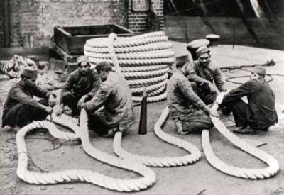 Lascars at the Royal Albert Dock in London. PLA Magazine 1936. CC BY-SA 4.0